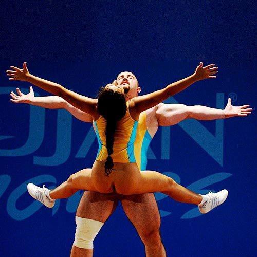 vistupayut-golie-gimnastki